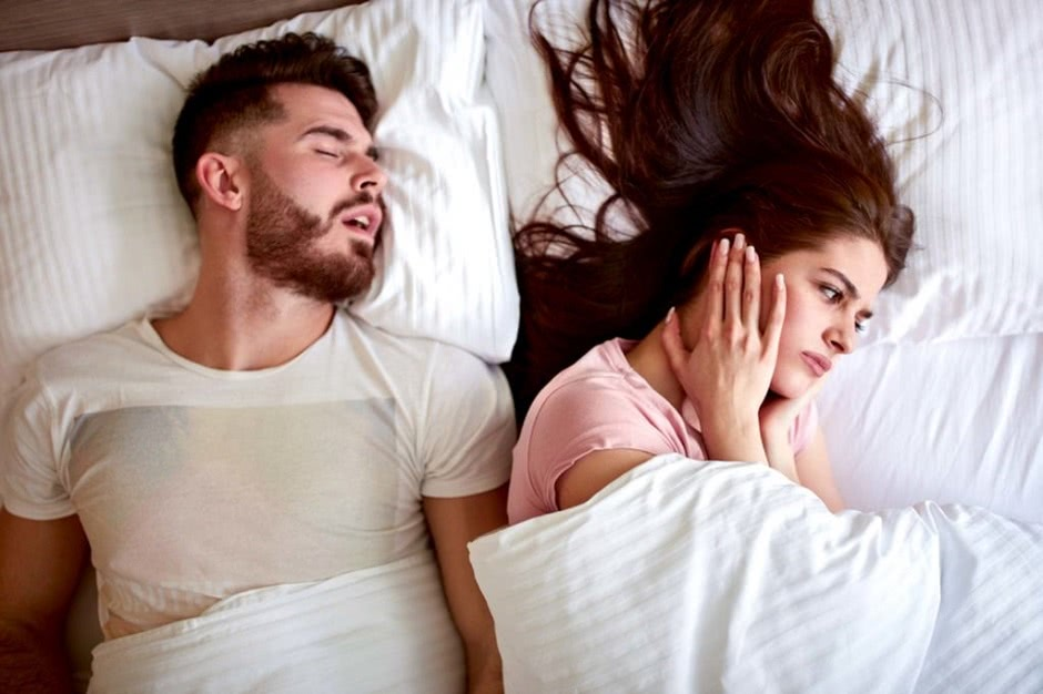 difference between snoring and sleep apnea symptoms